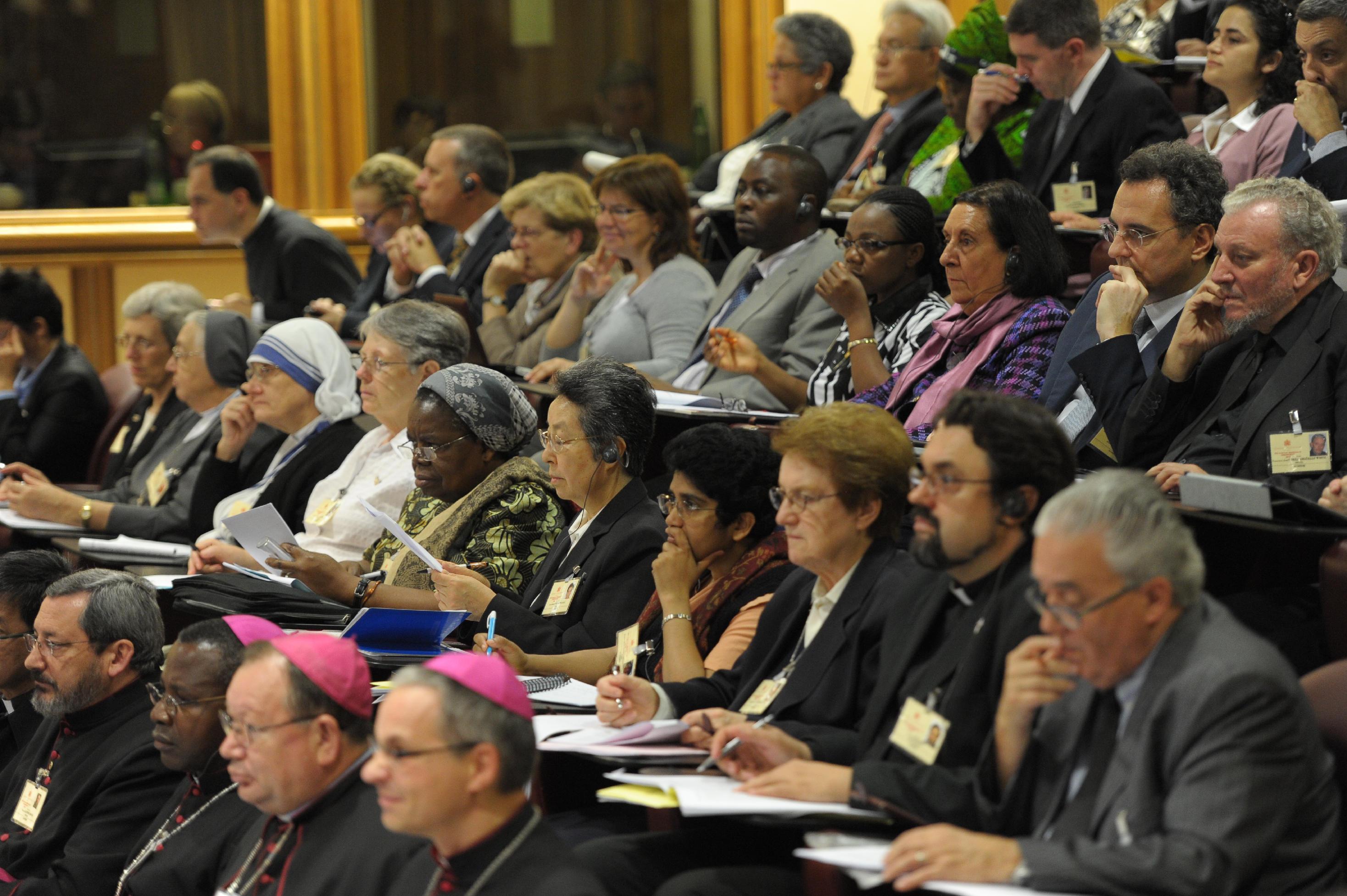 """Sínodo: apresentados os relatórios dos """"círculos menores"""" - Realçar o Evangelho da família"""