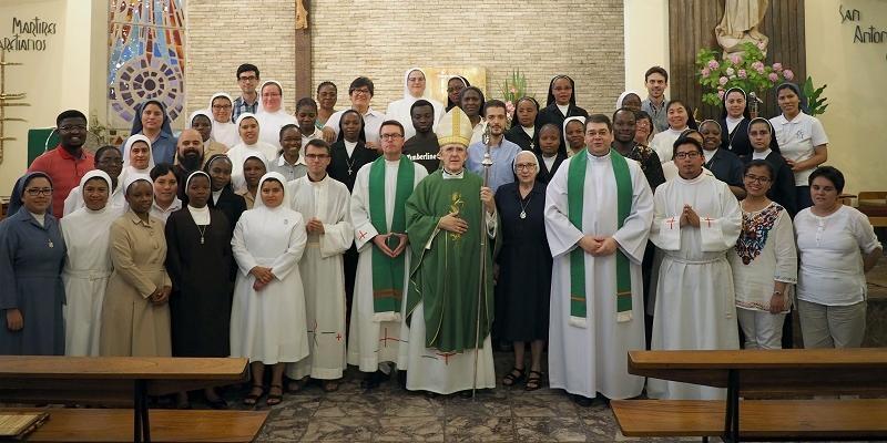 Mons. Carlos Osoro: «Queréis regalar el Evangelio de Jesucristo desde vuestro carisma»