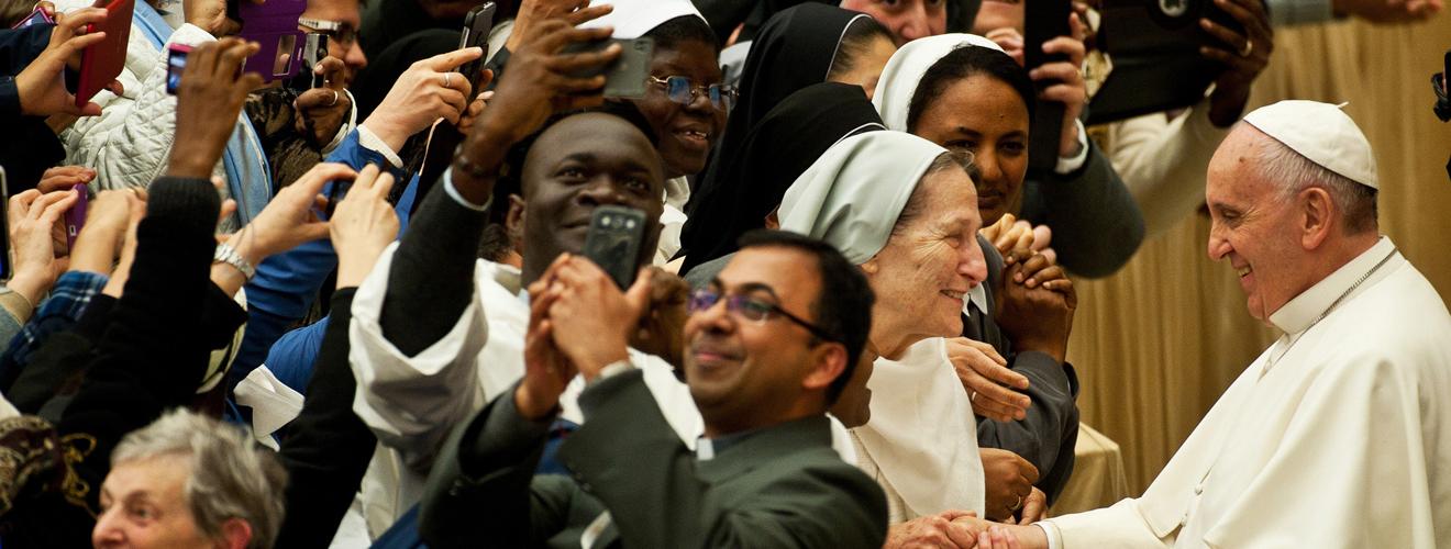 FRANCISCO A LOS RELIGIOSOS EN EL DÍA DE LA VIDA CONSAGRADA: «LA TENTACIÓN DE LA SUPERVIVENCIA ESTERILIZA LA PROFECÍA»